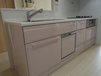 収納たっぷり、動きやすいキッチンです